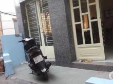 Bán nhà góc 2 mặt hẻm 3,5m đường Đào Duy Từ, P17, Phú Nhuận. Cách mặt tiền 40m. ra bờ kè Trường Sa khoảng 70m.  Diện tích: 4,6m x 7m Kết cấu 1 trệt 2 lầu phòng