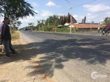 Cách cổng chào Bến Lức 200m,mặt tiền đường Nguyễn Văn Tuôi, 6*18 m2,400tr,SHR.