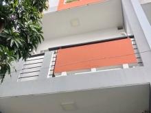 Bán nhà phố 2 lầu mặt tiền hẻm 134 Nguyễn Thị Thập quận 7.