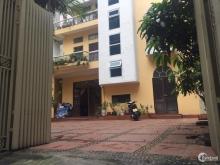 Cho thuê Biệt thự mặt ngõ rộng 3m, diện tích 150m2 x 3 tầng + Sân (150m2+40m2)