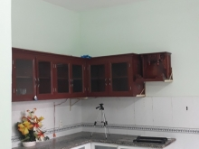 )Cho thuê ngôi nhà sạch sẽ thoáng mát,trệt 1 lầu,3 phòng,vị trí đẹp.