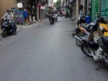 Phố Hào Nam – vỉa hè kinh doanh sầm uất, mặt tiền khủng 5.4m, ô tô đỗ tại cửa