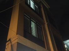 Nhà Ngã Tư Sở, 30m2 xây 5 tầng, ôtô qua nhà, kinh doanh sầm uất giá 2.98 Tỉ