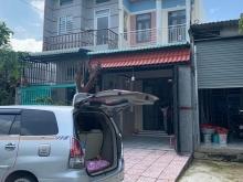 Nhà gần chợ Phú Chánh bán gia 2tỷ500 có sân đậu xe hơi