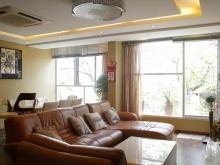 Cho thuê căn hộ 2PN duplex view hồ 168 Trấn Vũ quận Ba Đình
